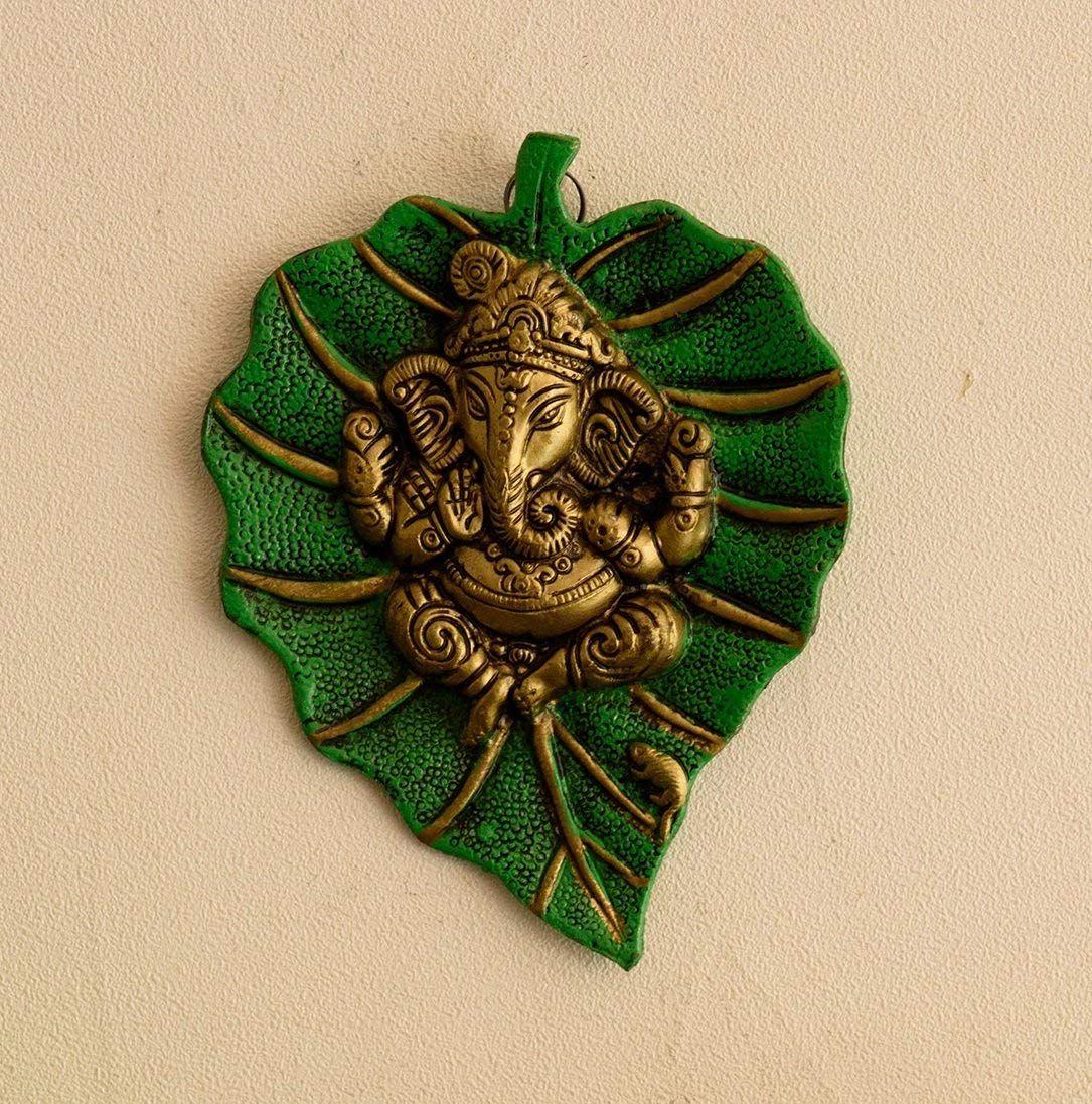 eCraftIndia Lord Ganesha on Green Leaf