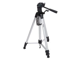 Flat 56% off: AmazonBasics 60-Inch Lightweight Tripod with Bag at Rs. 1299